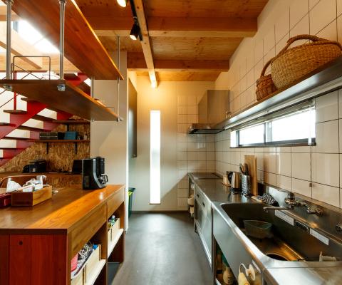 道具としての機能に特化した業務用のキッチン