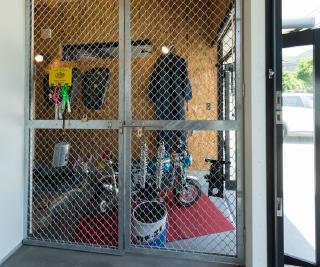 省スペースでも圧迫感のないバイクガレージ