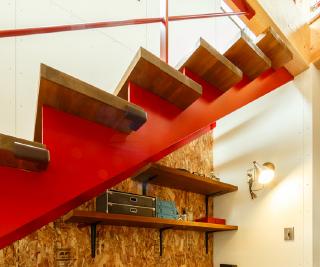 真っ赤な階段