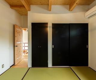 タタミ敷きの2階寝室